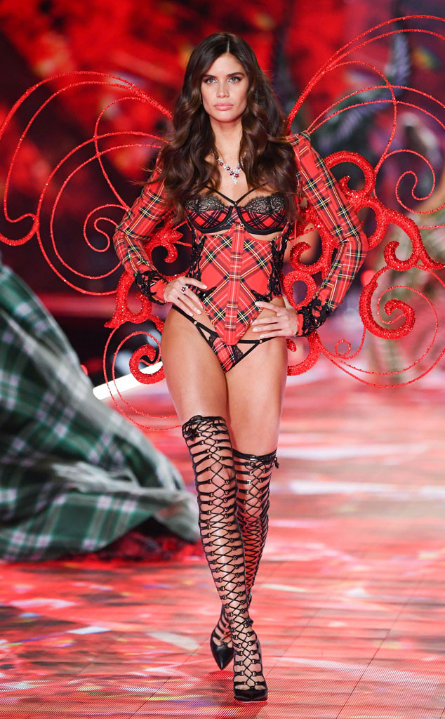 Sara Sampaio, 2018 Victoria's Secret Fashion Show, Runway